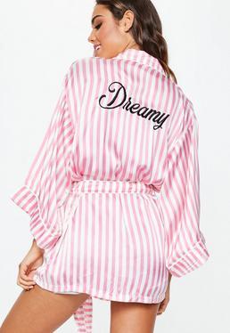 Bata con eslogan Dreamy de seda rosa y blanca