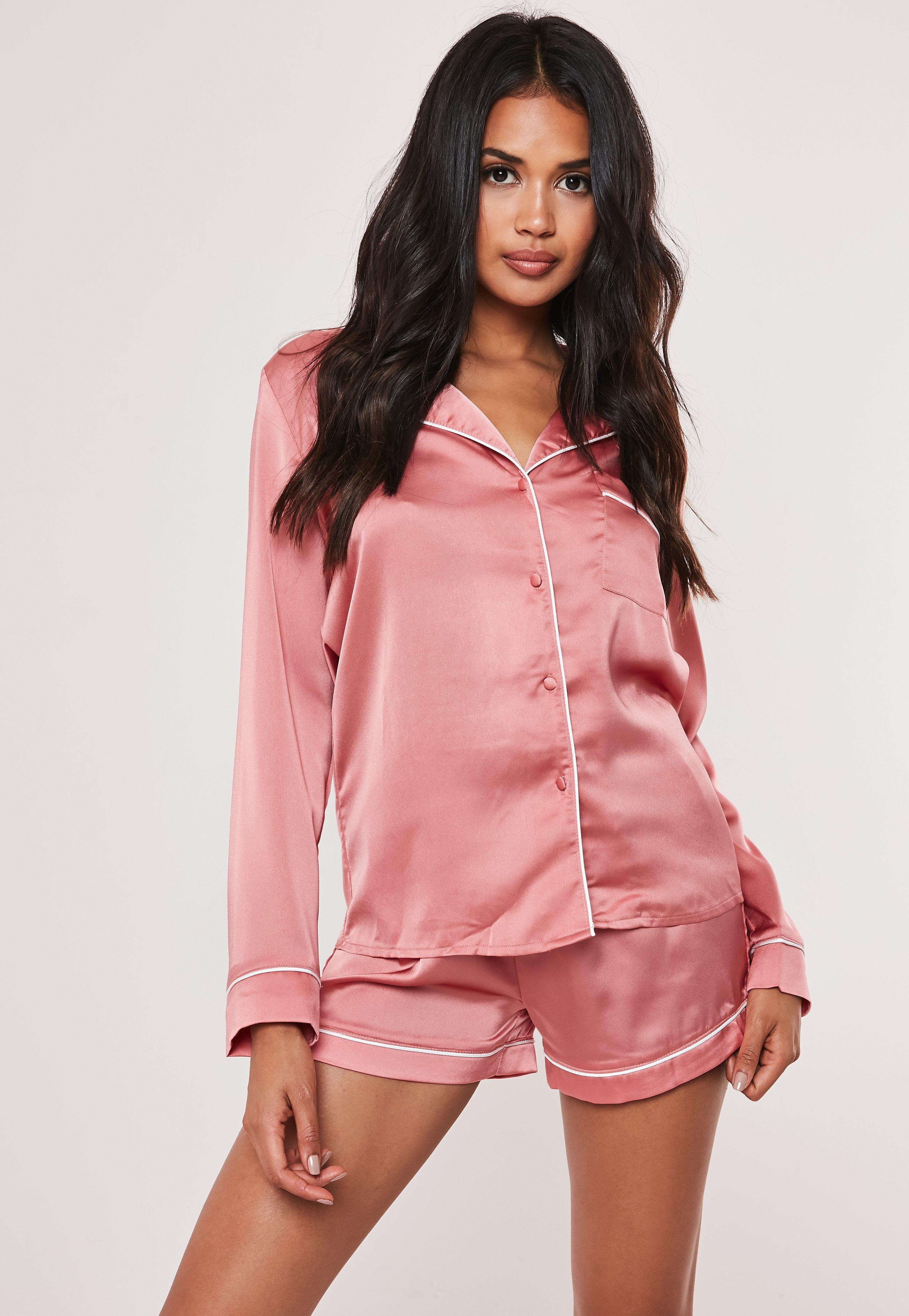 marques reconnues joli design pas cher Pyjama court rose bordures contrastantes