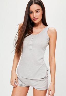 Gerippter Pyjama aus Oberteil und Shorts in Grau