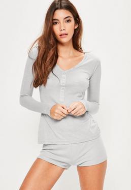 Pijama con shorts y top de canalé gris