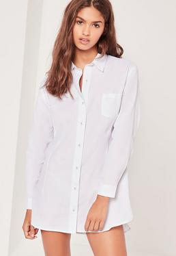 Gestreiftes Nachtshirt mit geschwungenem Saum in Weiß