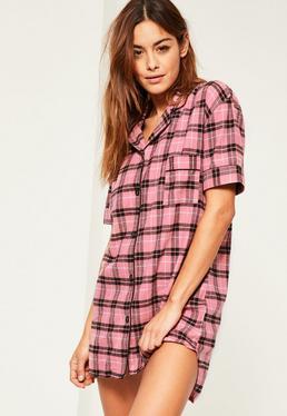 Chemise de nuit rose à carreaux et manches courtes