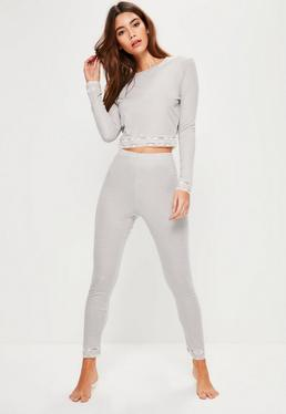 Geripptes Pyjama Set mit Spitzensaum in Grau