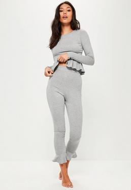 Pyjama Set mit Rüschendetails in Grau
