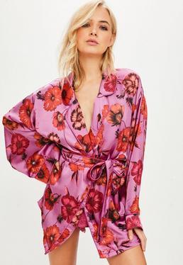 Różowy szlafrok w kwiatowe wzory