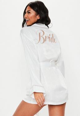 Bata con bride bordado de satén en blanco