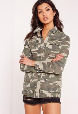 Sur-chemise cloutée vert kaki motifs camouflage