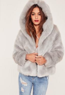 Manteau en fausse fourrure grise à capuche Caroline Receveur