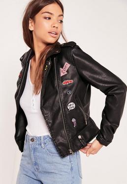 Veste biker noire en simili cuir avec écussons