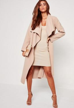Beżowy owersajzowy kaskadowy płaszcz
