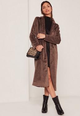 Schmaler Mantel aus Fake-Ponyfell in Braun