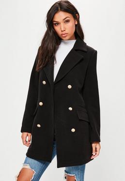 Czarny elegancki militarny płaszcz ze złotymi guzikami