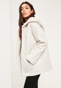 Jacke aus Kunst Lammfell mit Reißverschluss Detail in Weiß
