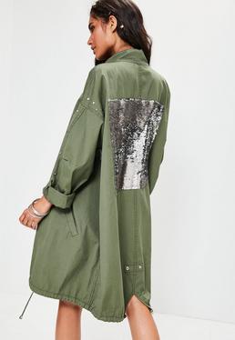 Oversize Regenmantel mit Taschen und Pailletten-Besatz am Rücken in Khaki