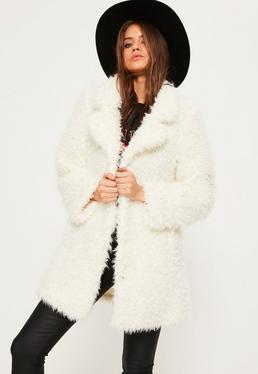 Manteau blanc en fausse fourrure hirsute