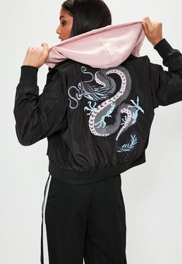 Czarna kurtka bomberka ze smokiem na plecach