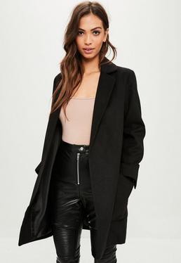 Abrigo entallado en negro