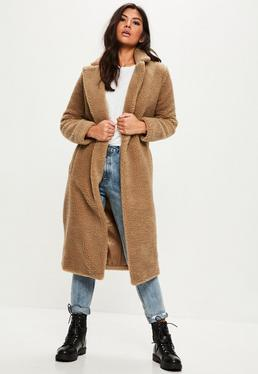 Brązowy długi płaszcz miś