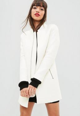 Abrigo largo de lana sintética en blanco