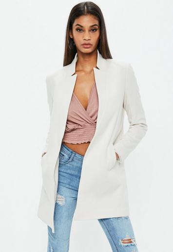 Abrigo con solapa invertida en blanco | Missguided