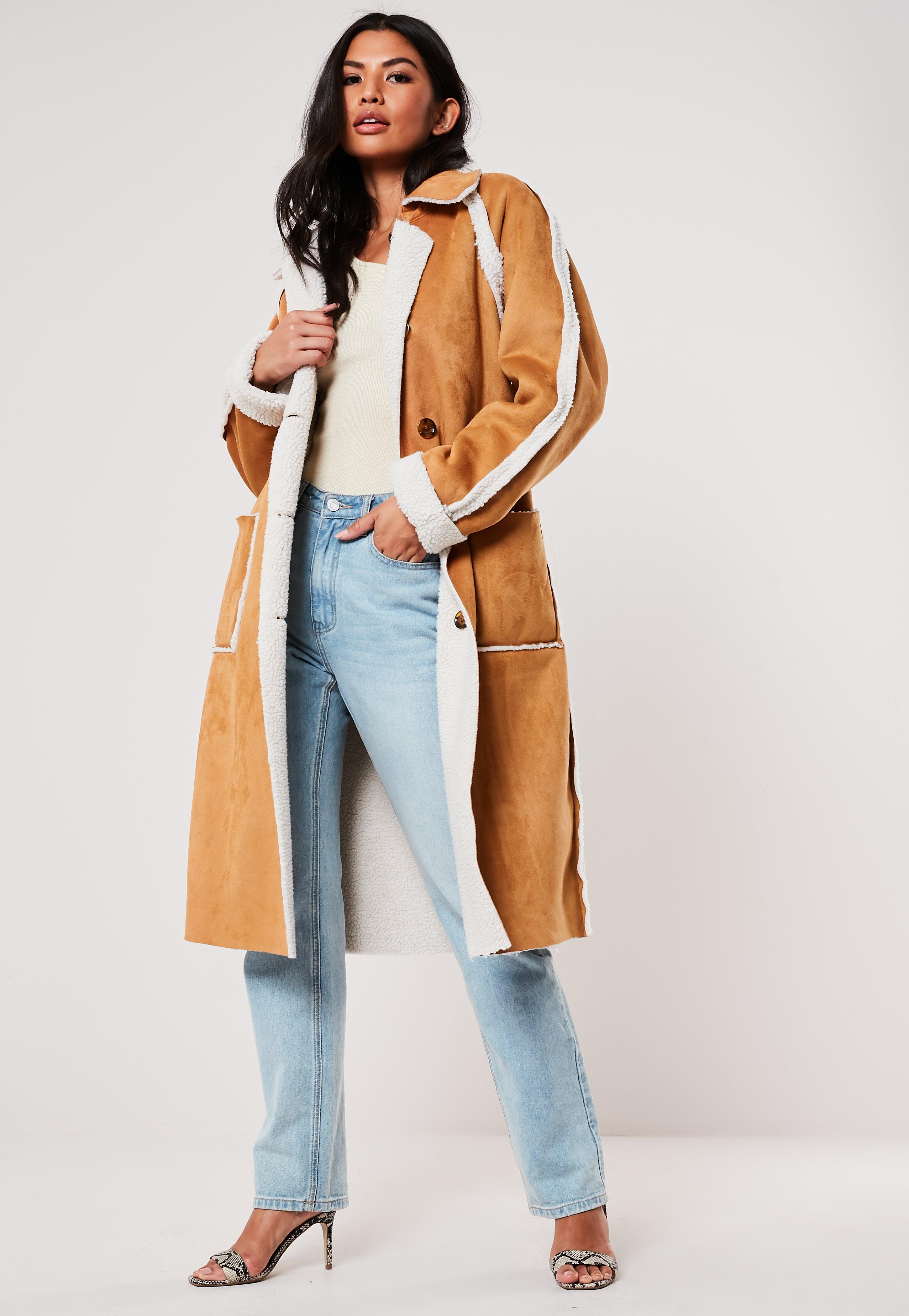 Manteau trench brun en faux daim teddy