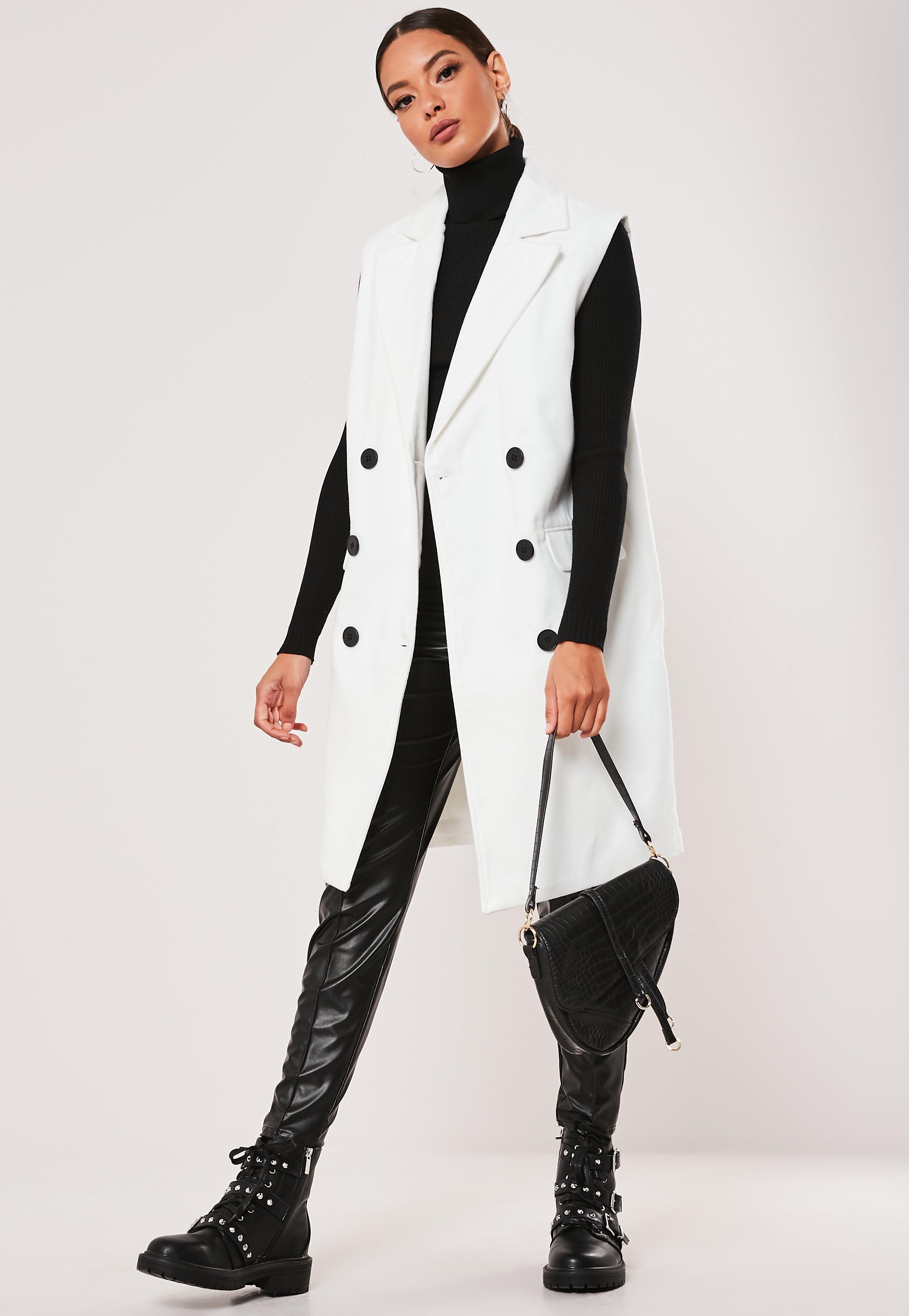 sports shoes 03732 0c274 Ärmelloser, zweireihiger, eleganter Mantel in Weiß