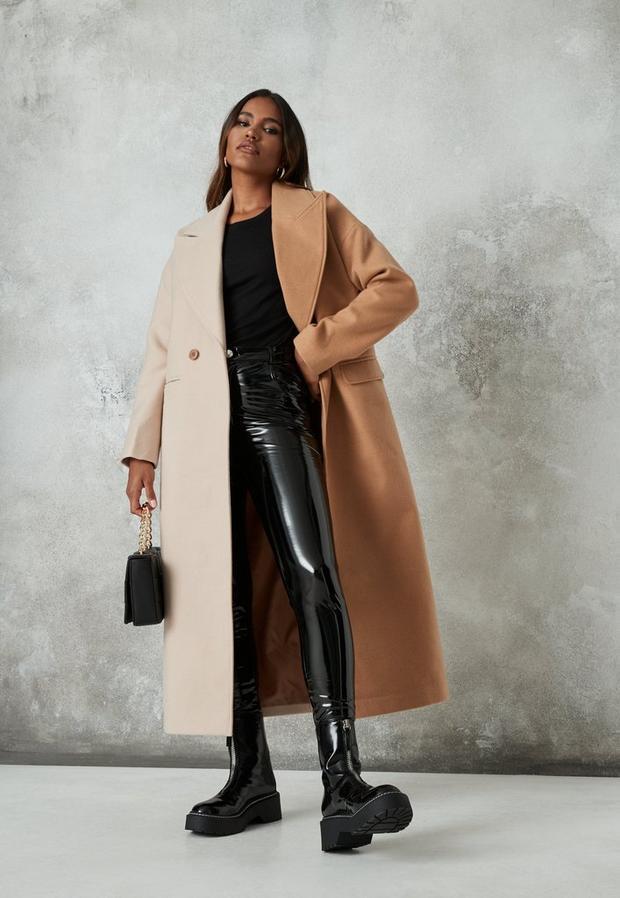 Artikel klicken und genauer betrachten! - Klassischer Midaxi-Mantel im Halb-und-Halb-Design in Camel   im Online Shop kaufen
