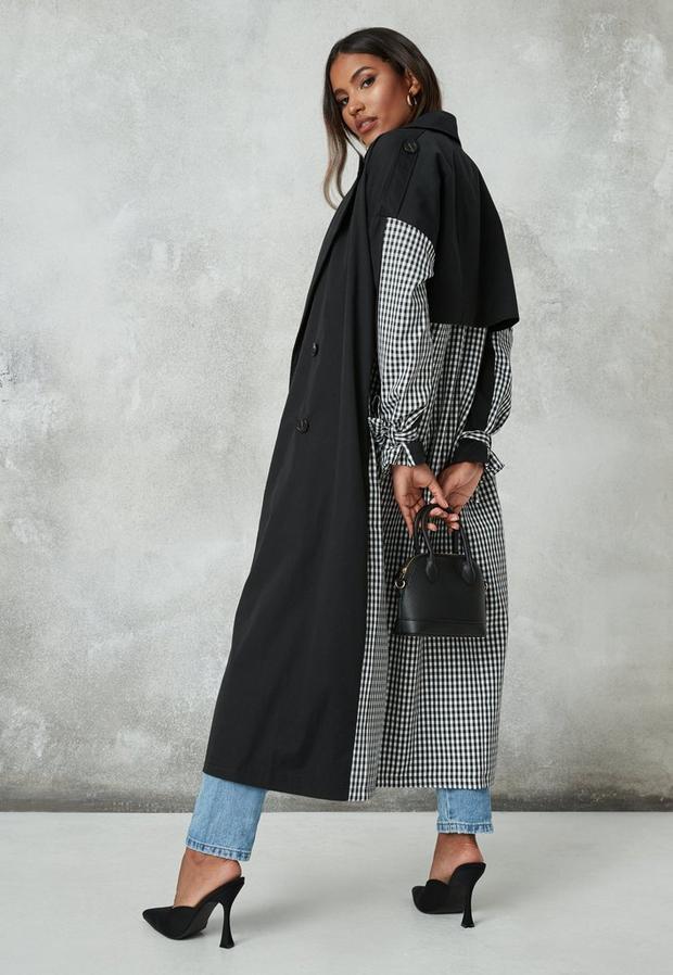 Artikel klicken und genauer betrachten! - Trenchcoat im Halb-und-Halb-Design mit Karomuster in Schwarz   im Online Shop kaufen