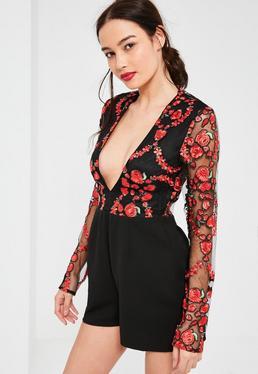 Czarny krótki kombinezon z bluzką w ozdobny kwiatowy haft z dodatkiem siatki i czarnymi spodenkami