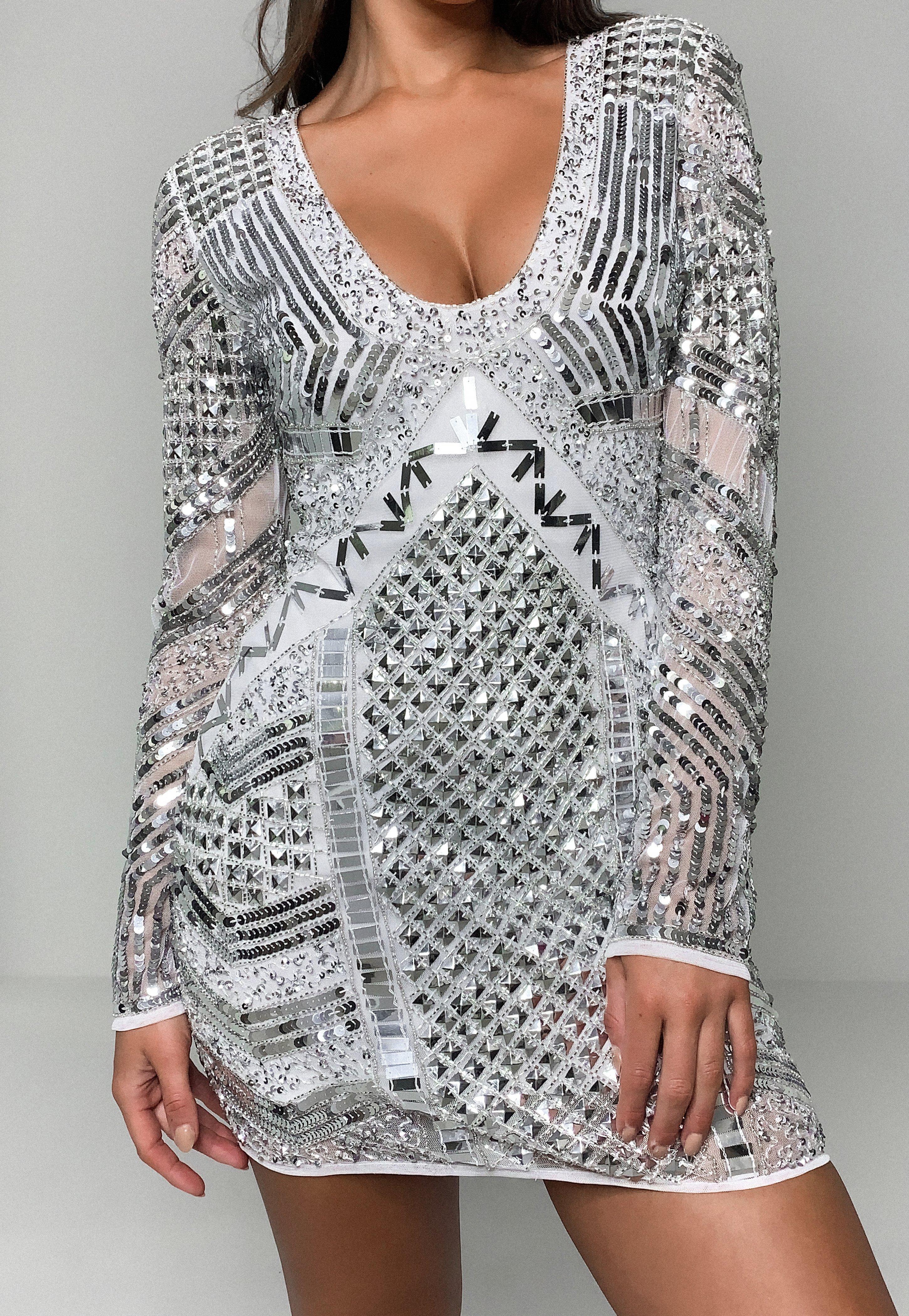 Peace + Love Biała cekinowa sukienka mini bardot z piórami
