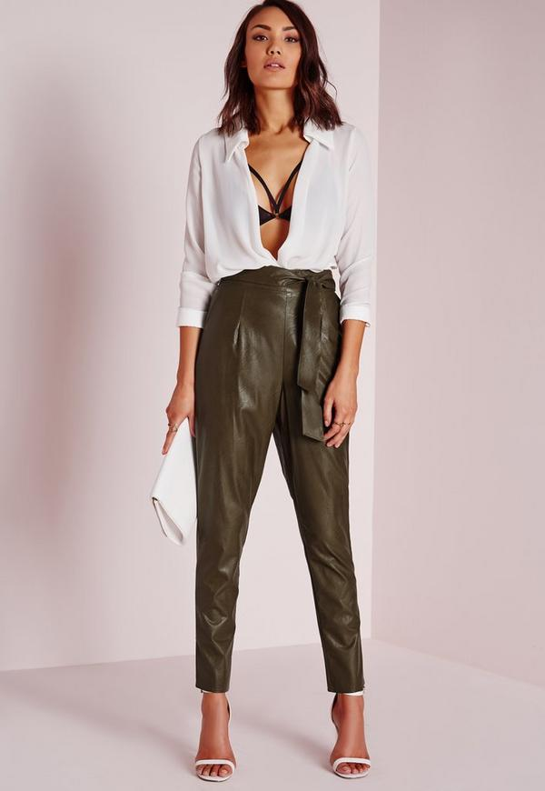 pantalon carotte en similicuir vert kaki avec ceinture missguided. Black Bedroom Furniture Sets. Home Design Ideas
