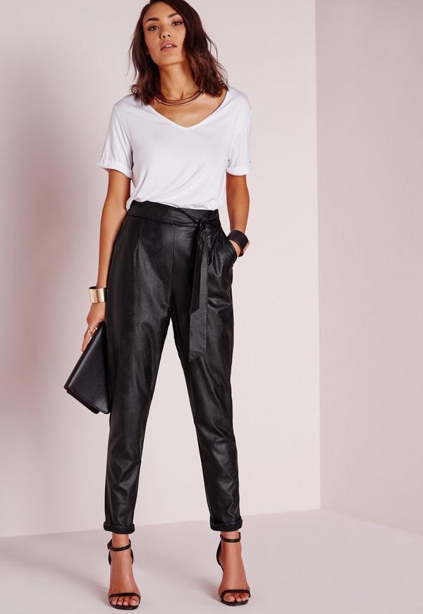 pantalon carotte en similicuir noir avec ceinture missguided. Black Bedroom Furniture Sets. Home Design Ideas