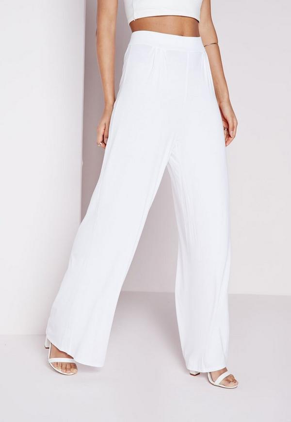 Whether you're feelin' the tailored look or want to rock a pair of palazzo pants, we've got you covered when it comes to wide leg trousers.