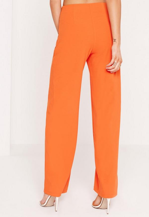 Discover wide leg and flared pants with ASOS. From 70s style bell bottoms to tailored work pants with ASOS.