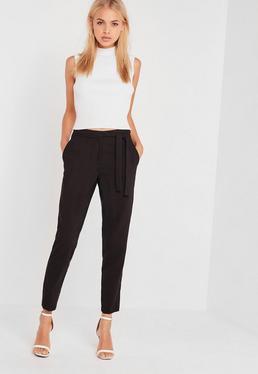Pantalones de cintura alta de crepé con cinturón anudado negros