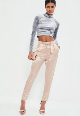 Pantalon rose perlé effet satin détail boucle