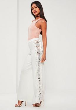 Pantalon large blanc appliques dentelle aux côtés