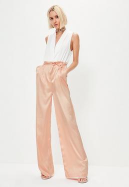 Pantalon large en satin rose clair à taille plissée