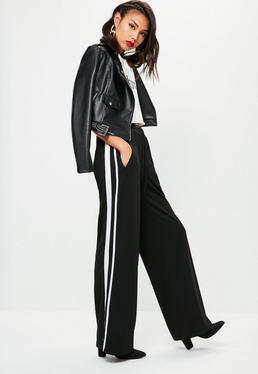 Jogginghosen mit seitlichen Streifen und weitem Bein in Schwarz