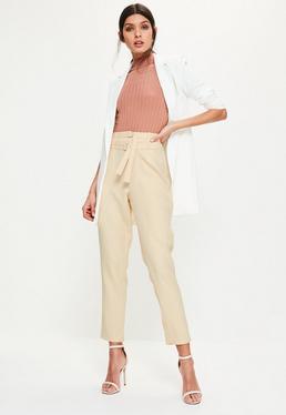 Beżowe spodnie cygaretki z dwoma paskami w talii