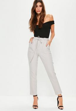 Pantalon cigarette gris avec taille plissée à nouer
