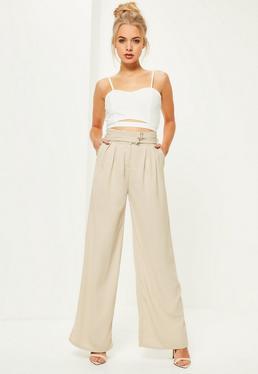 Beżowe spodnie z szerokimi nogawkami i podwójnym paskiem