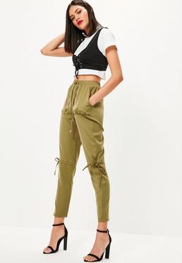 Pantalon vert kaki à lacets et œillets métalliques
