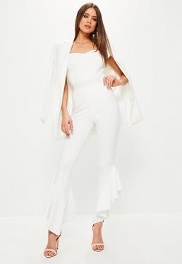 Białe spodnie cygaretki z ozdobnymi falbanami