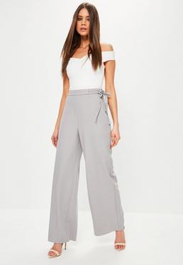 Szare spodnie z szerokimi nogawkami wiązane po boku