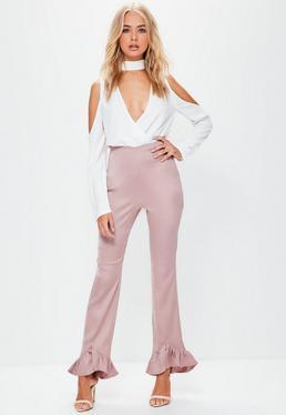 Pantalón recto con bajo con volantes de satén y crepé en rosa
