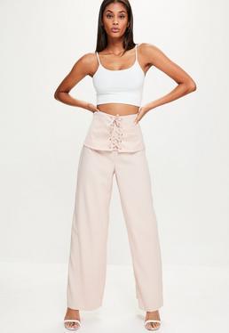 Różowe spodnie z szerokimi nogawkami i gorsetowym wiązaniem z przodu