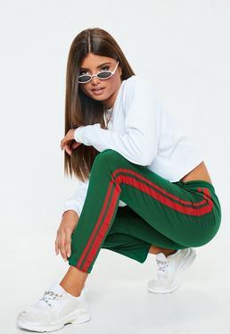 Zielone spodnie dresowe z paskami po bokach