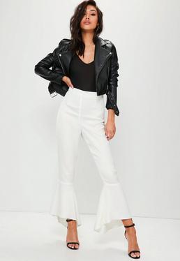 Białe spodnie premium z ozdobnymi falbanami
