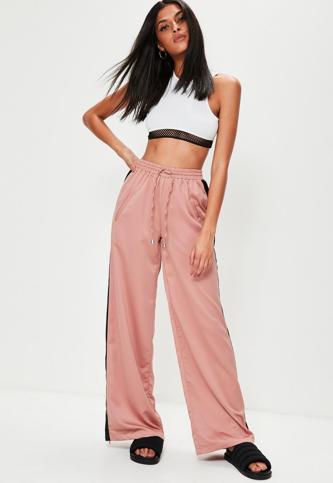 Pantalón de pierna ancha con franja lateral en satén dorado rosa ...